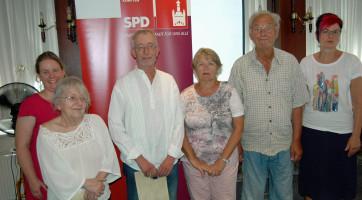 v.l. Fraktions- und Kreisvorsitzende Katharina Schrader, Erika Stubenvoll, Ernst Ulrich, Waltraud Bischof, Dietrich Lüderitz, Bezirksrätin Petra Beer