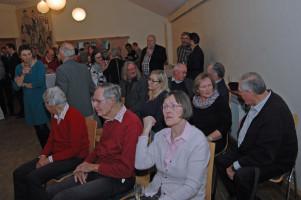 Blick in die Gruppe der sitzenden Gäste