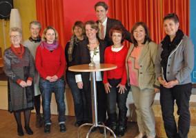 Martin Bernhard mit den Stadtratskandidatinnen Maria Lancier, Ingrid Jähnig, Romy Scheuer, Barbara Uder-Frick, Katharina Schrader, Ingrid Vornberger, Ilknur Taghanli, Jutta Aumüller