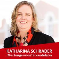 OB-Kandidatin Katharina Schrader mit Schrift mit Herz für Kempten